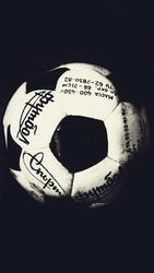 М'яч з автографом Андрія Шевченка 1992року.